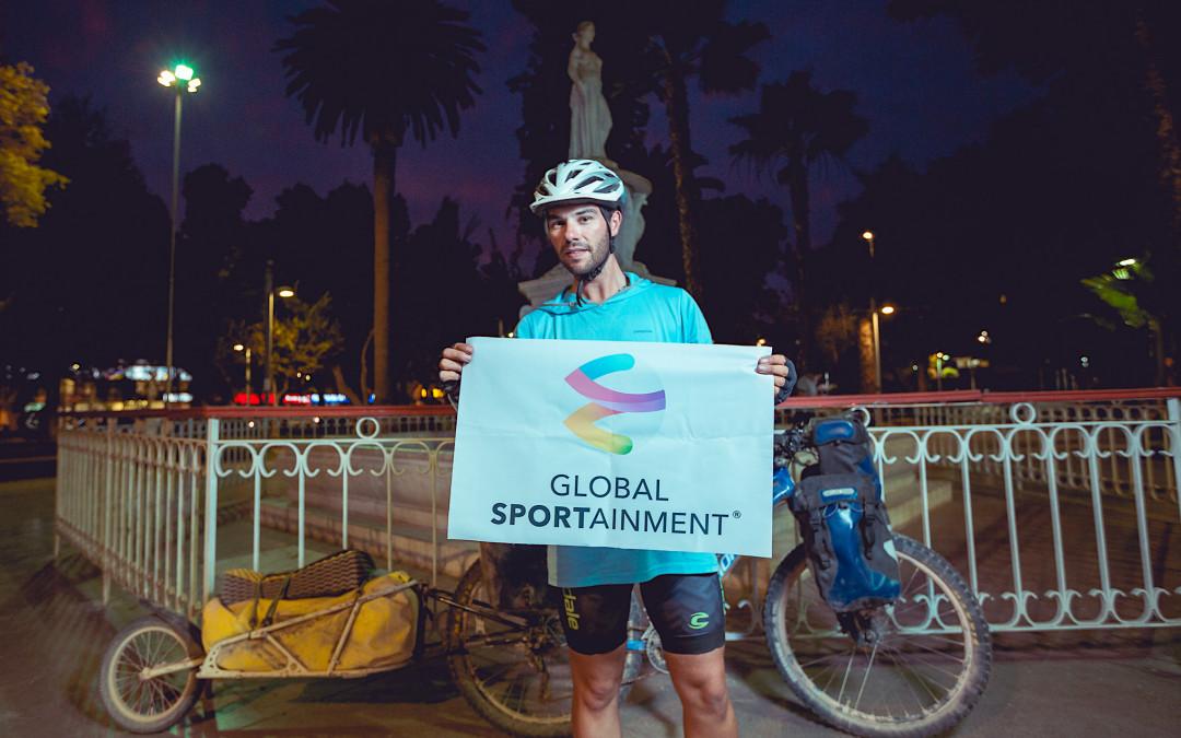 """""""Juan Sin Miedo"""" culmina su travesía del desierto de Atacama en bicicleta y en solitario"""